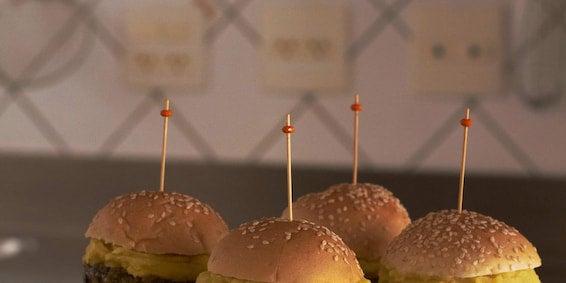 Dia Mundial Sem Carne: Mini-Hambúrguer de Berinjela com Creme de Batata-Doce