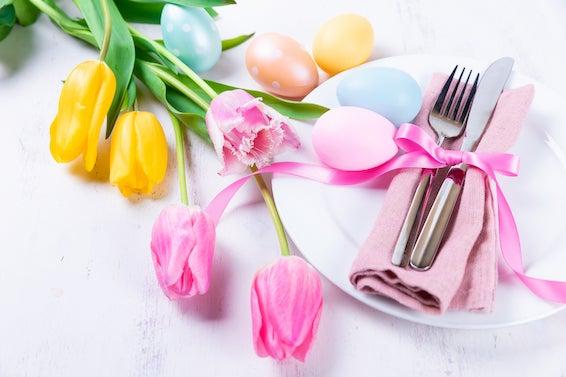 Decoração de Páscoa: Talheres e guardanapos para mesa de páscoa simples